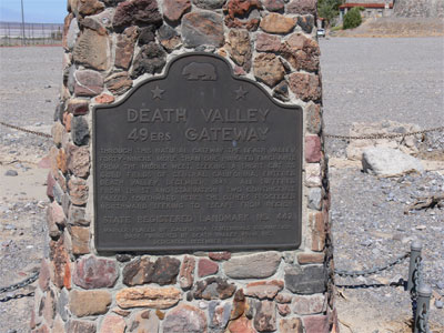 Plaque marking the natural gateway where the 49ers caravan passed on their way to the California gold rush. Of the 100 people, one died after becoming lost.